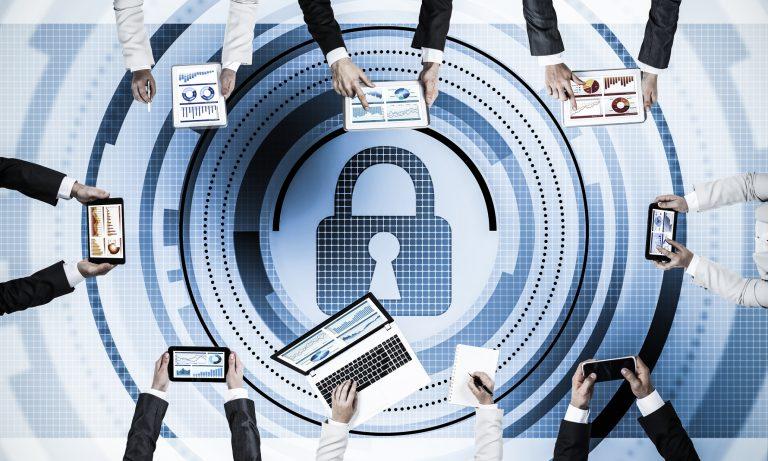 LINE,SNSでも個人情報保護は安心です